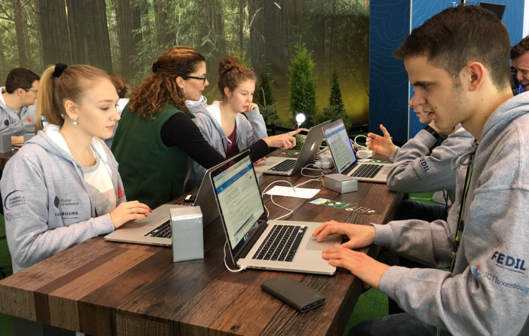 College pupils at Cebit in the Salesforce Trailhead Zone